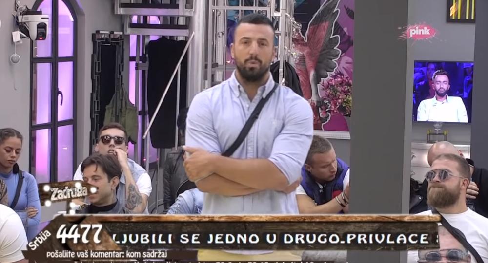JEDNA REČENICA GA JE ODALA - Vladimir Tomović ima telefon u Zadruzi! (VIDEO)