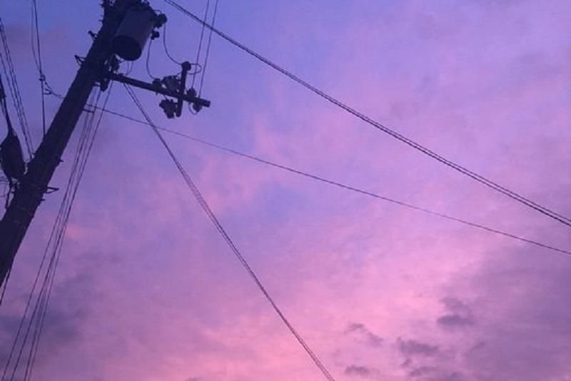 Društvene mreže preplavile fotografije ljubièastog neba. U sledeæem trenutku poèela je oluja ubica, brojali su mrtve! (FOTO)