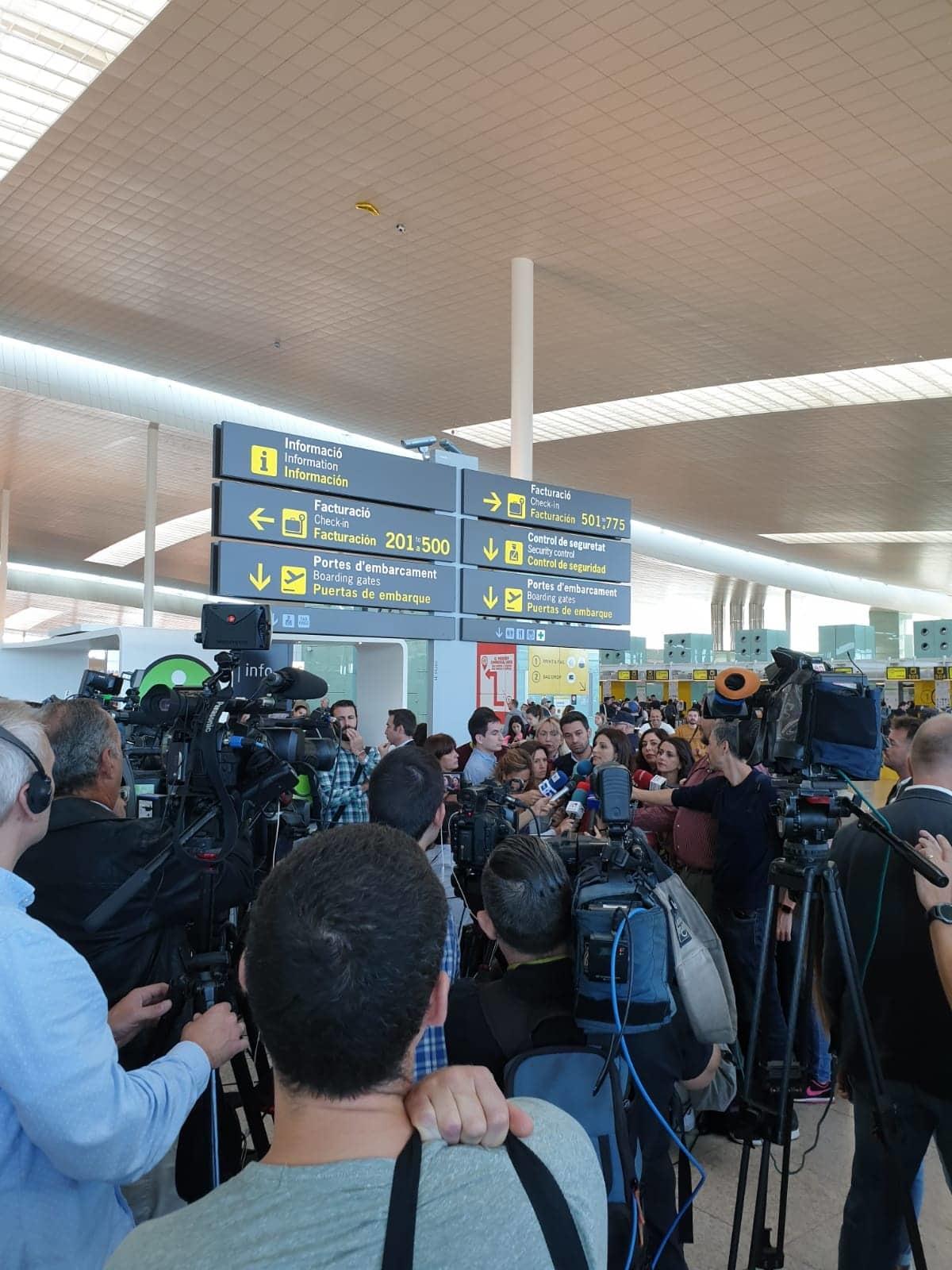 Aerodromi blokirani, letovi se otkazuju - Na�i �itaoci javljaju informacije sa lica mesta! (FOTO/VIDEO)