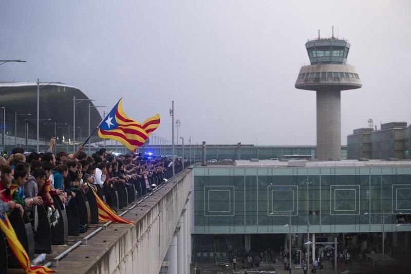 Turistièki centar Evrope paralisan! Separatisti zauzeli aerodrom, vijori se zabranjena zastava, najmanje 170 povreðenih! (FOTO)