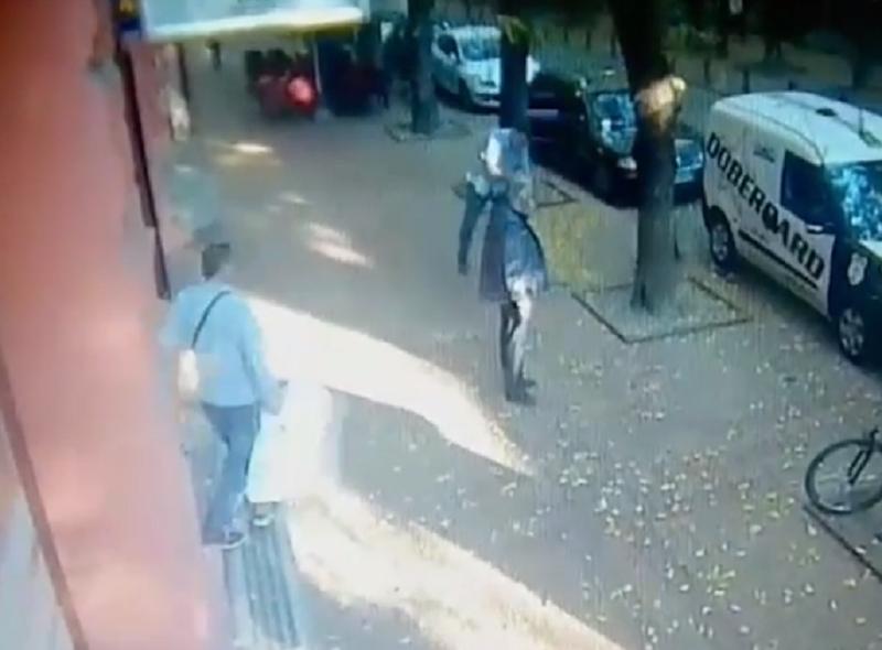 Èuli se pucnji i vriska! U belim džakovima odneli milion evra, ženi pozlilo! (VIDEO)