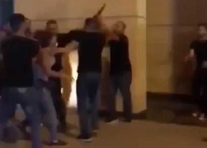 Žena ga polomila za tren oka! Udarila tamo gde najviše boli! (VIDEO)