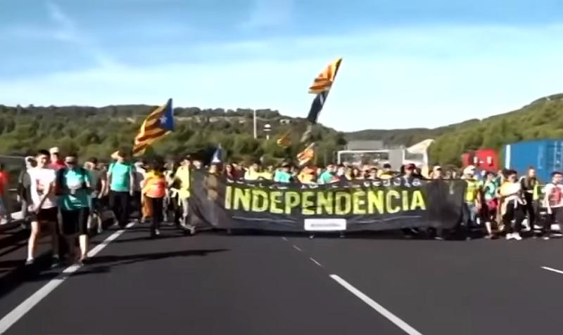 Besni i namršteni poèeli su da divljaju! Stiglo na stotine hiljada separatista spremnih za rat! (VIDEO)