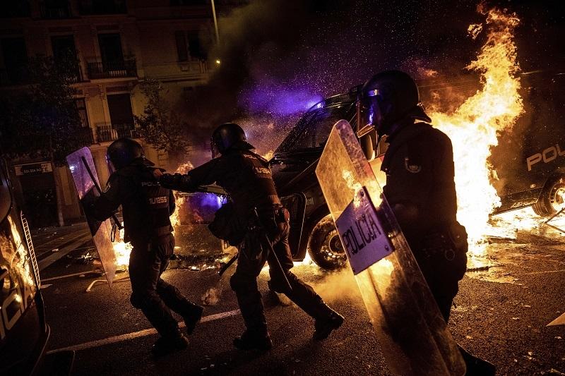 Centar grada pretvoren u bojno polje, ima 60 povreðenih, stigle straviène fotografije direktno sa lica mesta! (FOTO)