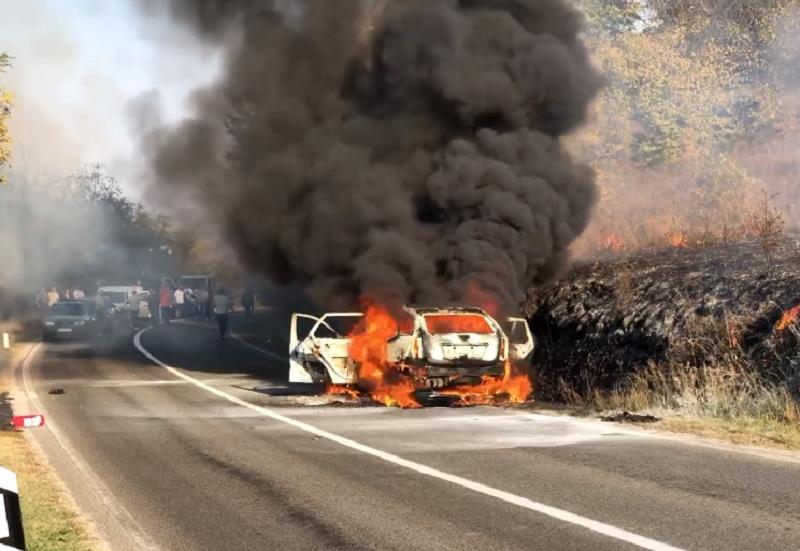 Izgoreo auto! U njemu bio braèni par sa dvoje dece! (VIDEO SA LICA MESTA)