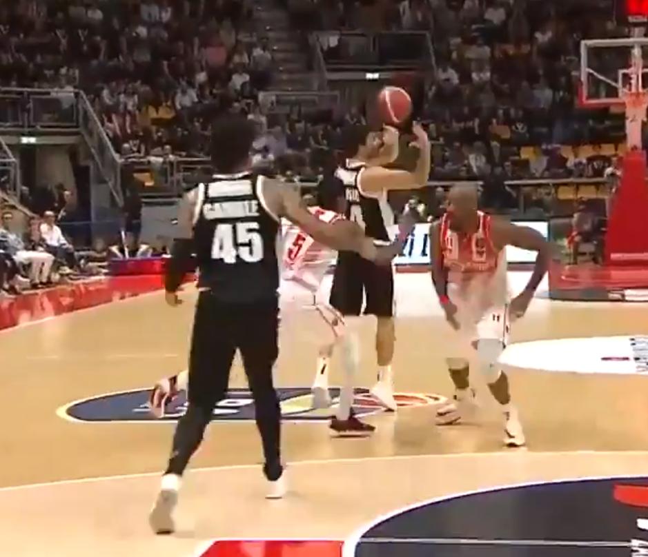 Èaroban potez Teodosiæa kom se divi ceo košarkaški svet! (VIDEO)