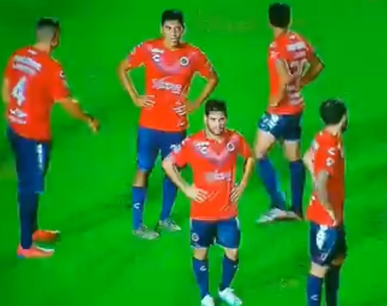 Odbili da igraju dok im se ne isplati plata, protivnik im zabio tri gola dok su bojkotovali! (VIDEO)