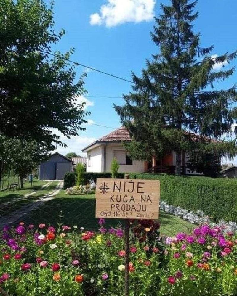 Andrija postavio tablu ispred kuæe, ono što piše æe vam naterati suze na oèi: Nudili su mi 500.000 evra!