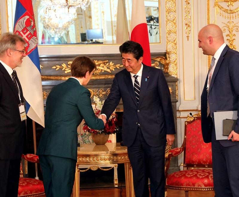 Brnabiæ na velikoj ceremoniji, novi car je krunisan na istoku! (FOTO)
