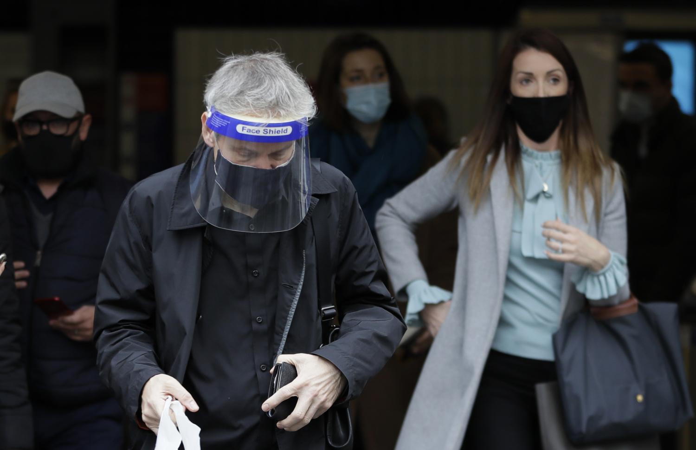 """Doktori zabrinuti : """"Možemo videti da je virus više puta uvezen u nekoliko zemalja"""""""