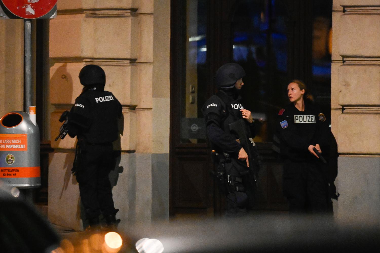 Beograđanka usred terorističkog napada u Beču: Sedela u kafiću sa prijateljicom kada je počeo horor, a onda su zaključali vrata i ugasili svetlo