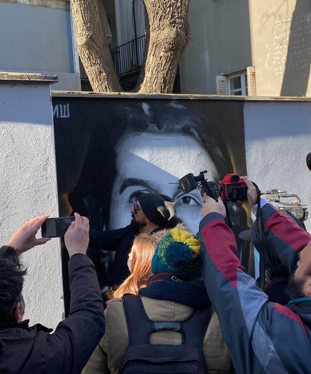 Ognjen Amidžič ostavlja potpis muralu