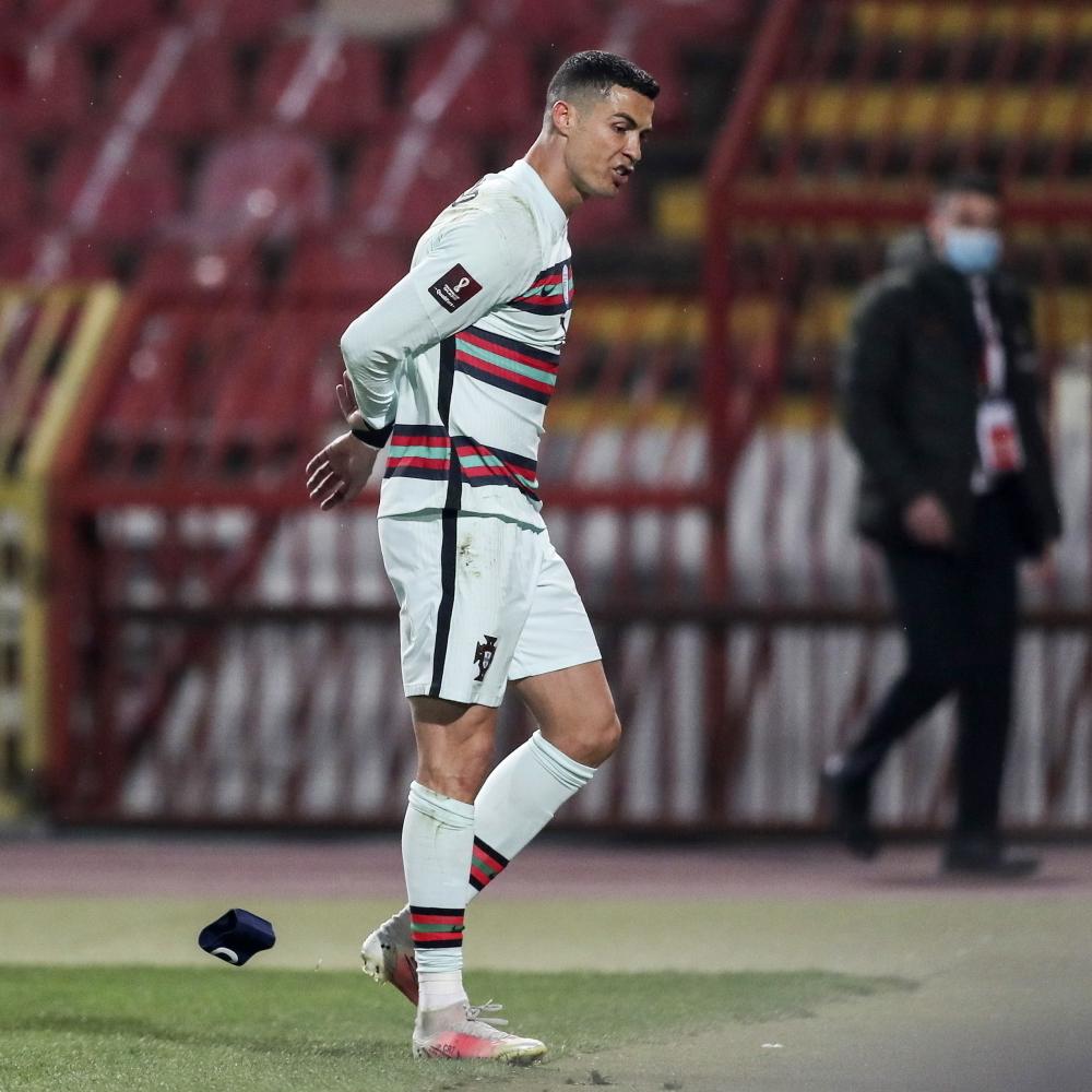 Pogledajte gde je završila Ronaldova kapitenska traka! (FOTO) - alo.rs